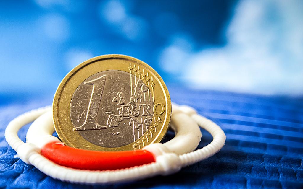Euro-Münze mit Rettungsring