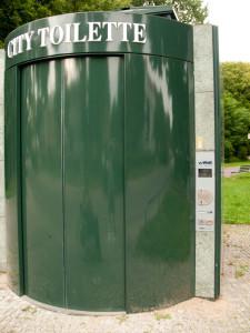 City-Toilette der Firma Wall in Berlin