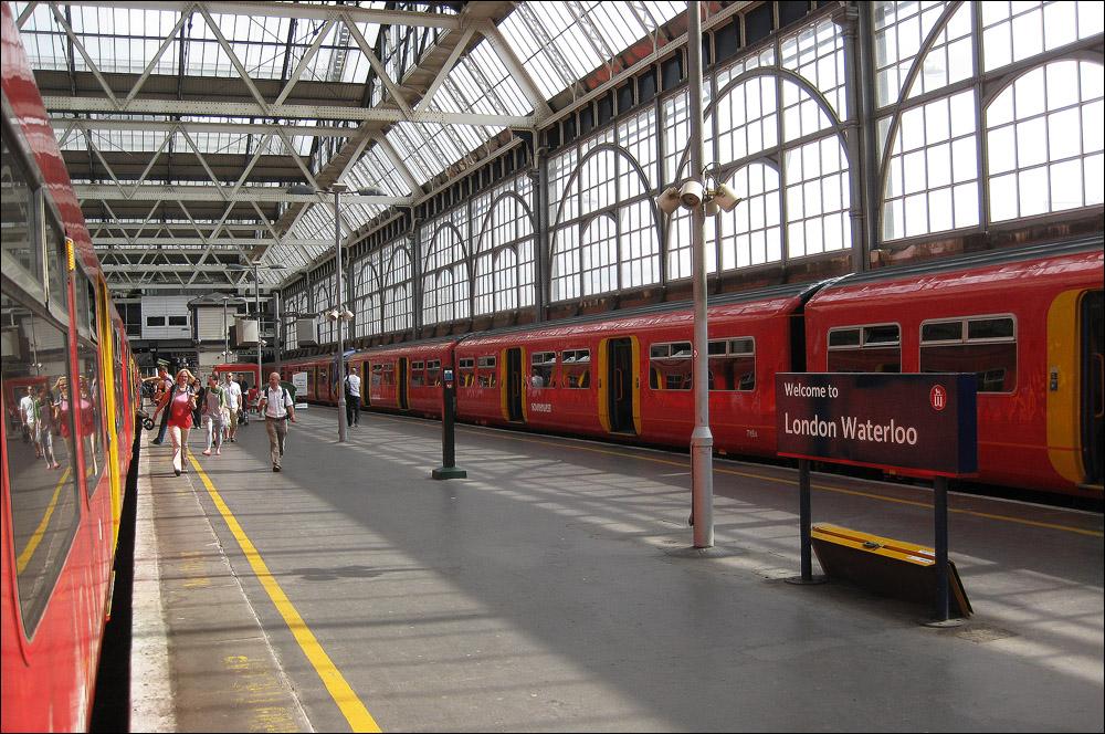 Züge in Londoner Waterloo-Bahnhof